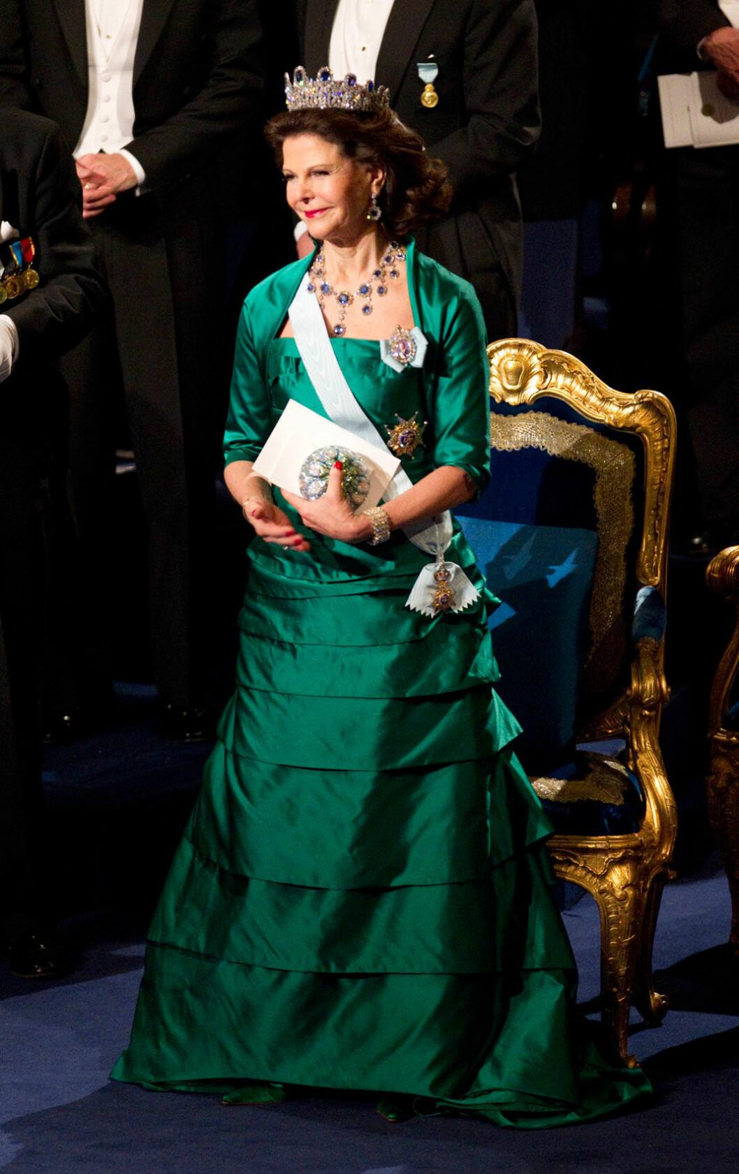 2010 bar drottning Silvia en aftonklänning i smaragdgrön sidensatäng