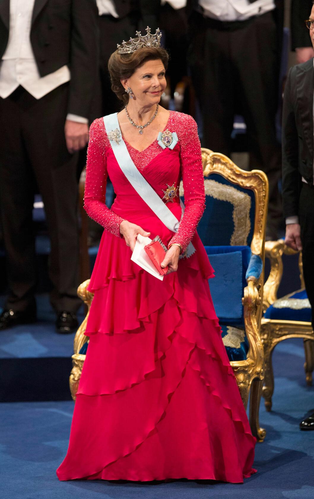 2013 bar drottningen en klänning som vi för första gången såg i samband med prinsessan Madeleines bröllop tidigare samma år
