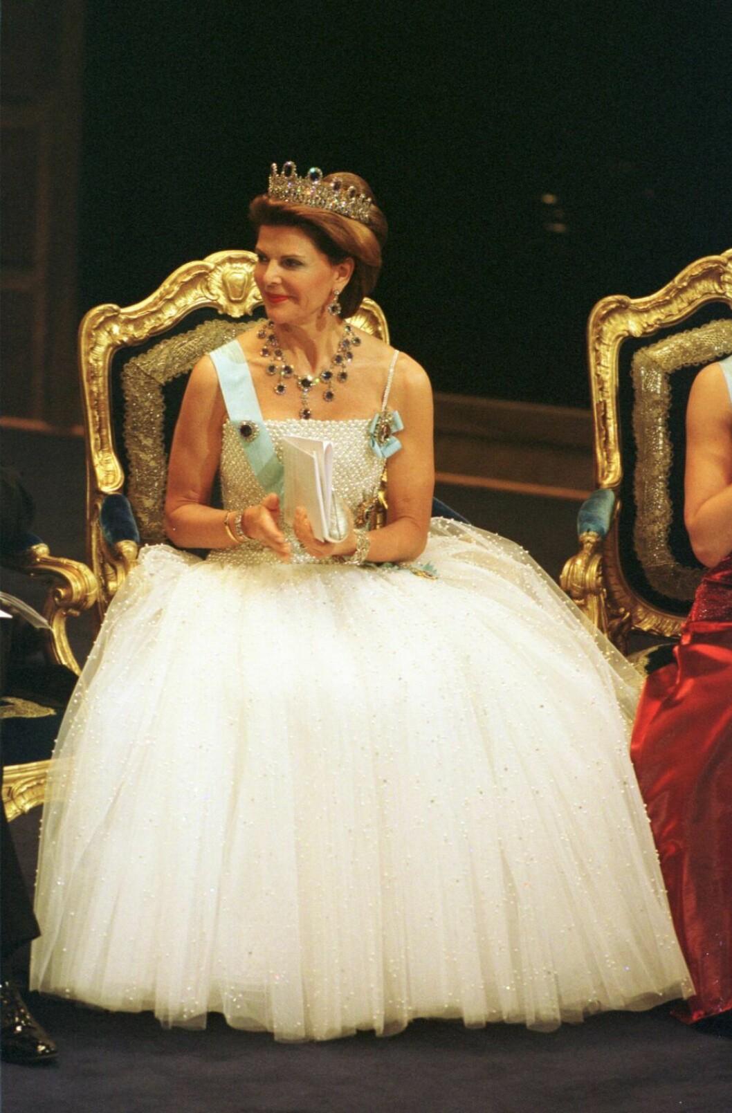 Drottningen på Nobel 2001.
