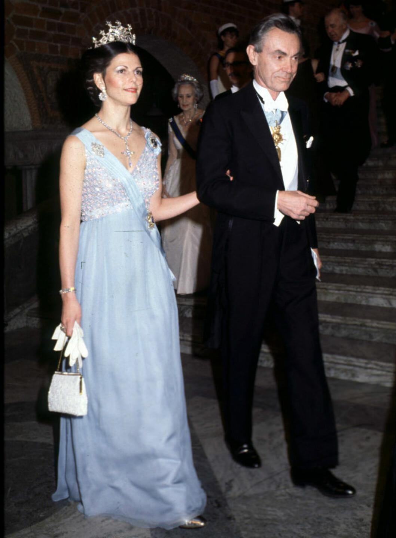 Drottningen i klänning av Elisabeth Wondrake