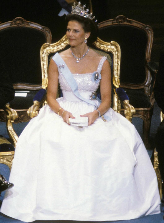 1982 bar Siliva första nobelklänning av danska kungahusets hovskräddare Jörgen Bender