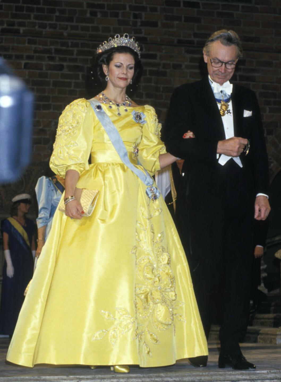 1985 bar drottning Silvia ännu en klänning av Jörgen Bender