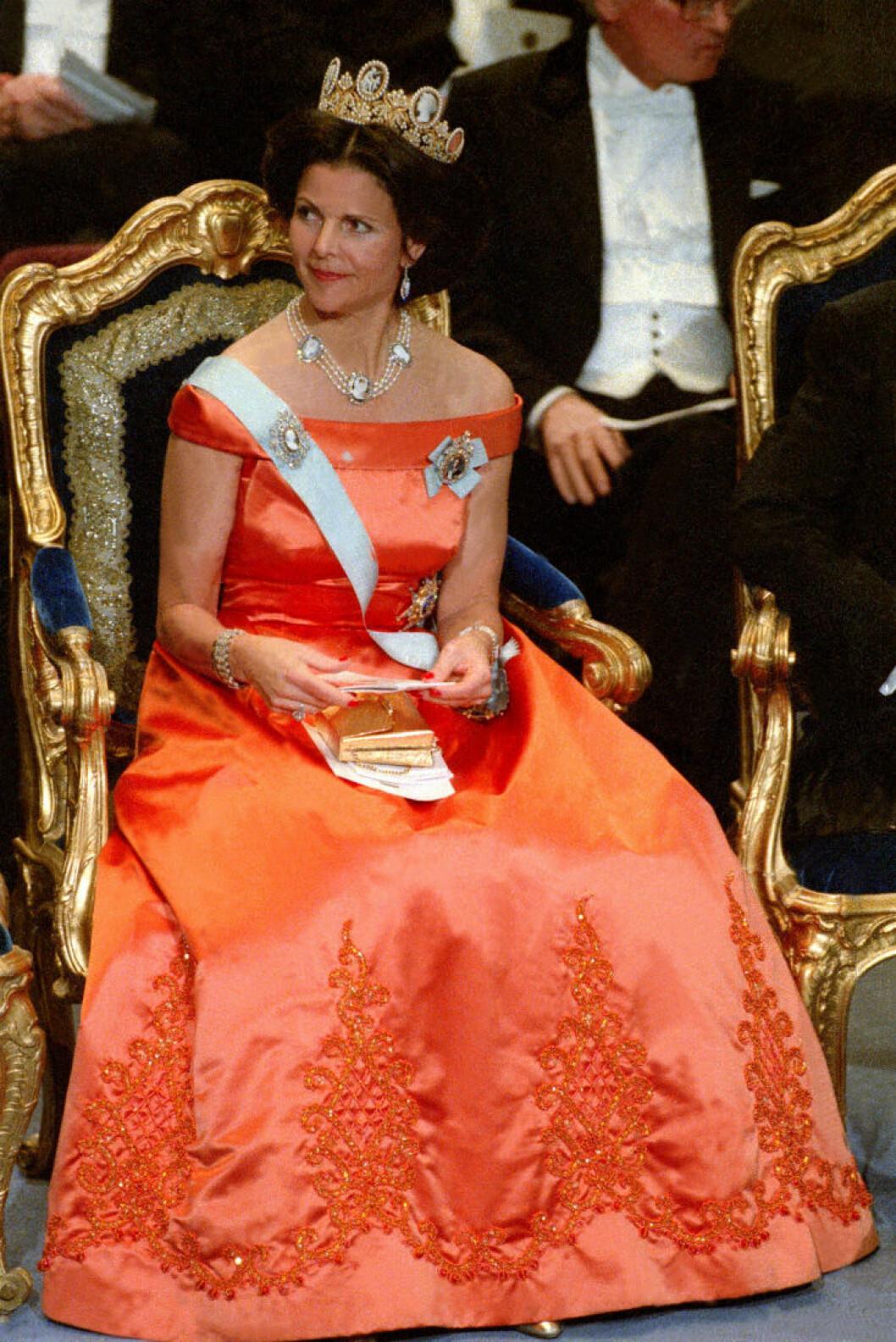Drottning Silvia 1992 i klänning Signerad Jörgen Bender