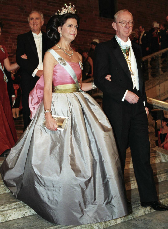 1995 bar Silvia en sidentaftklänning från Nina Ricci