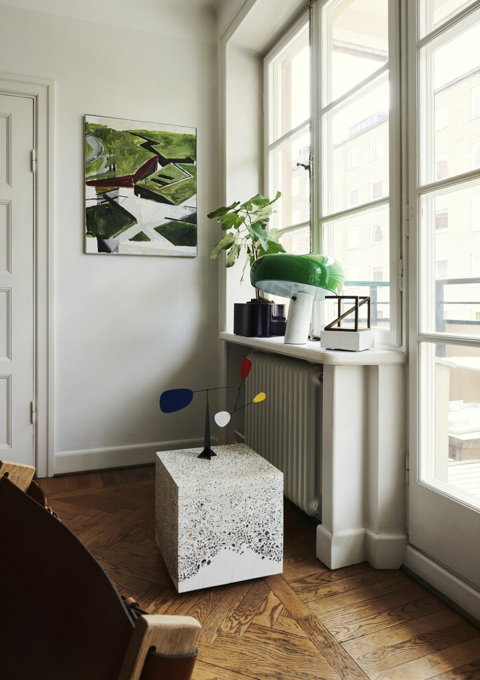 Hemma hos Verks grundare Simon Anund på Södermalm Mobil och lampan Snoopy