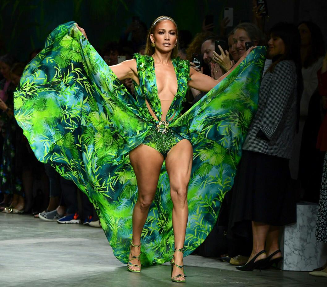 Jennifer Lopez i klänning från Versace