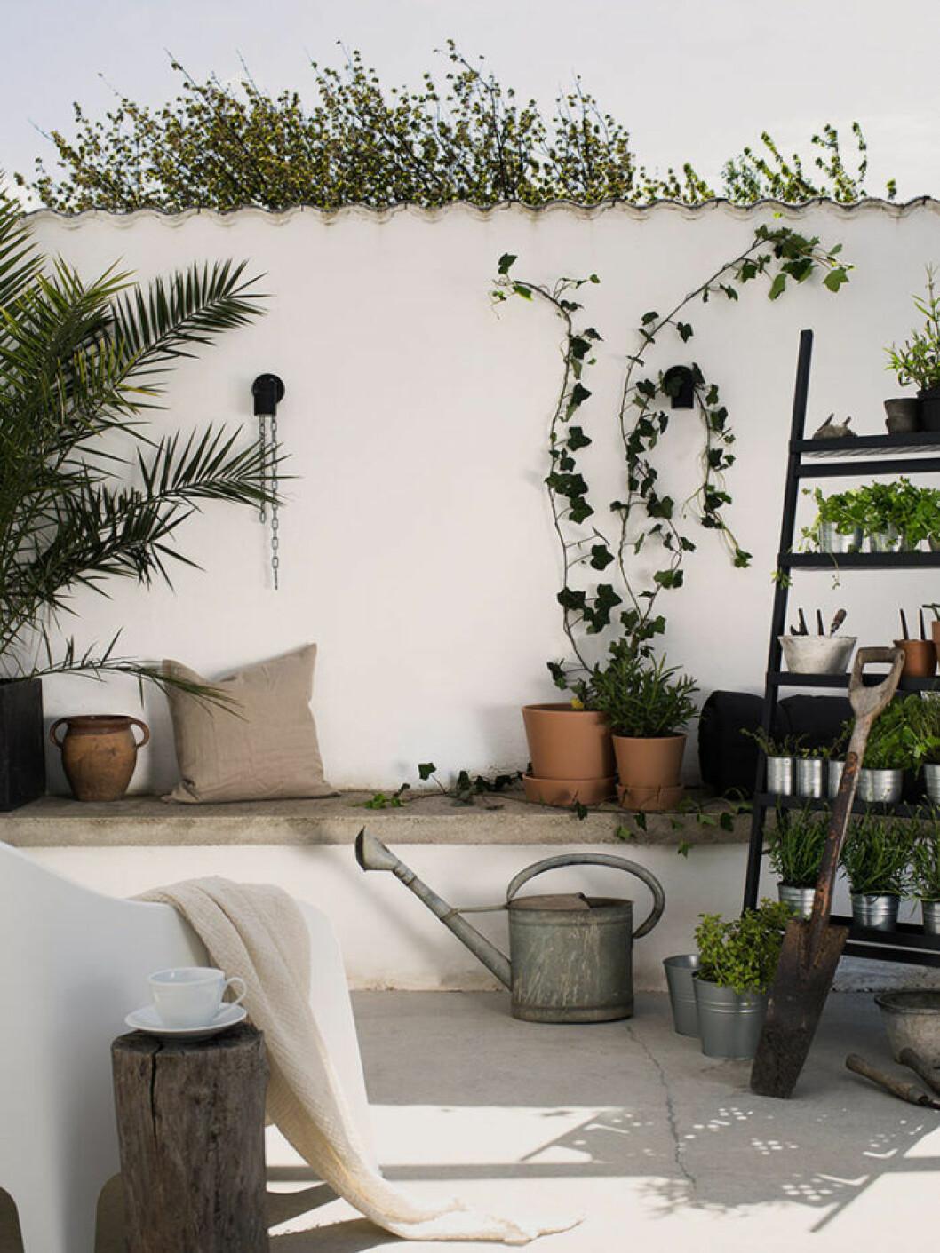 Sittbänk på terrass