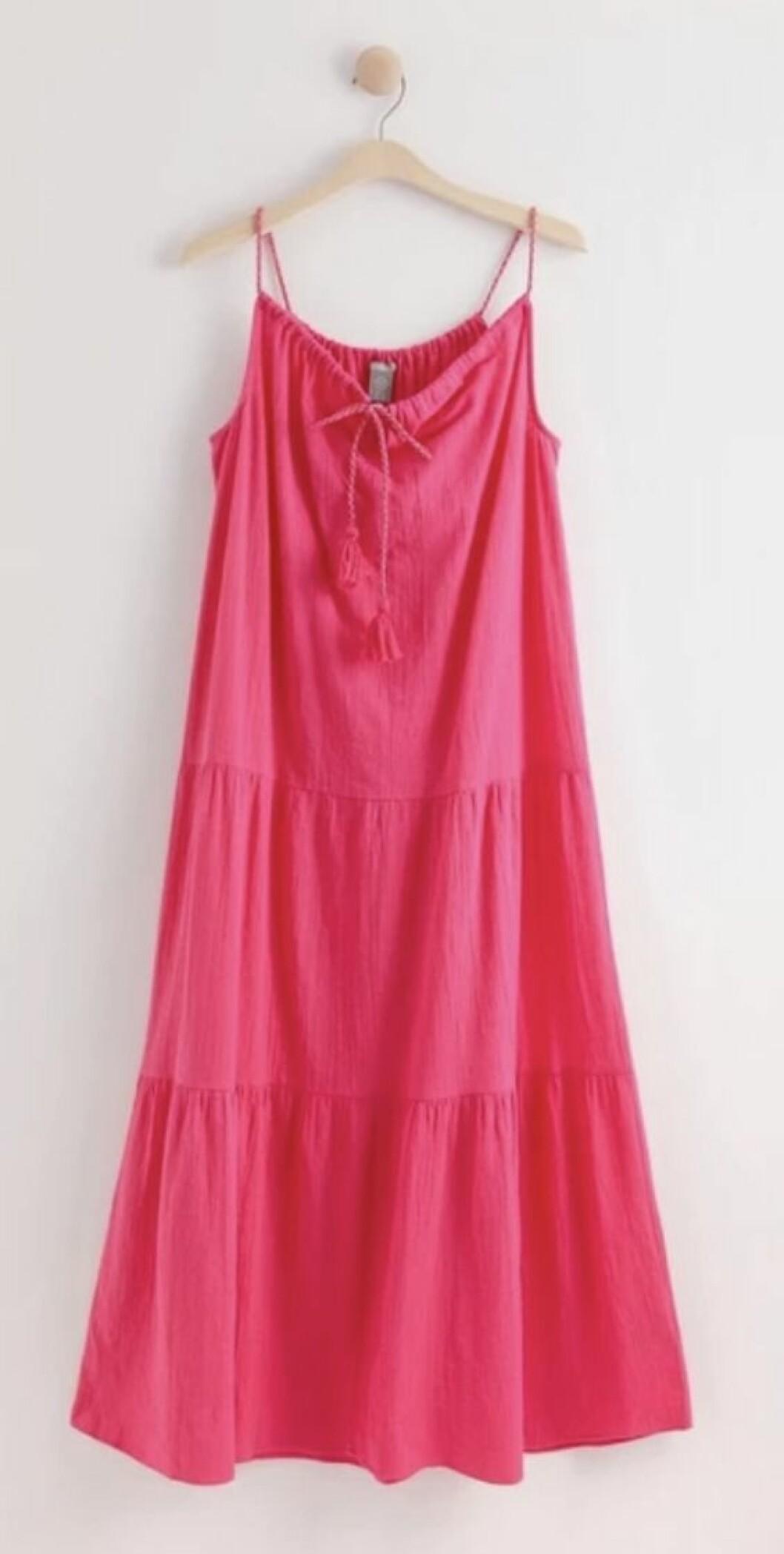 Långklänning i rosa från Lindex.