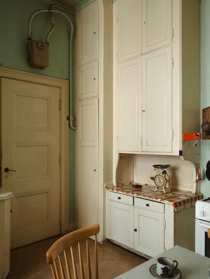 skafferi och skåp i kök från 1900-talets början