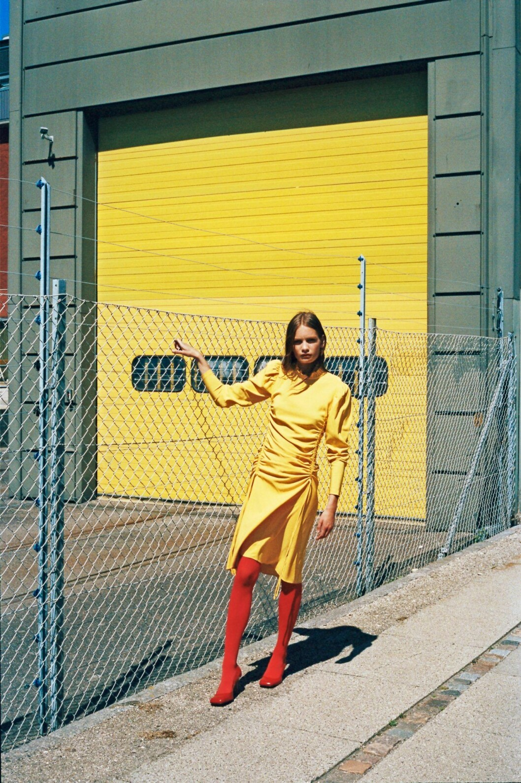Så stylar du den skandinaviska trenden 2020, gul klänning från By Malene Birger