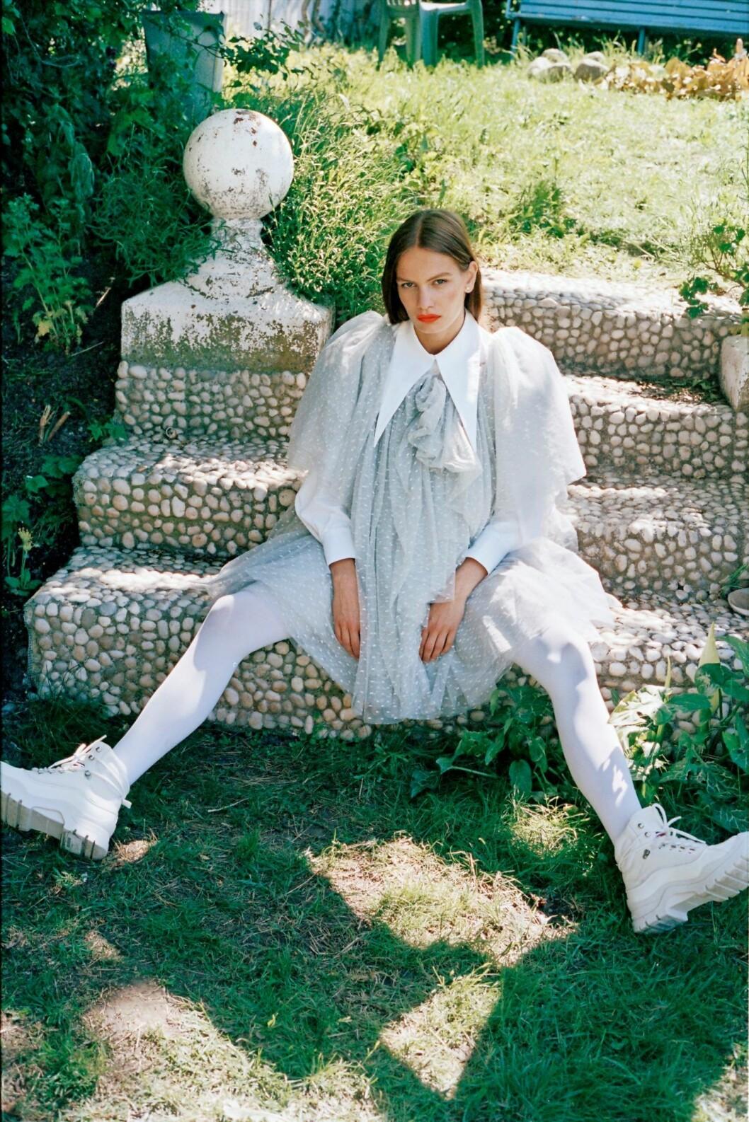 Så stylar du den skandinaviska trenden 2020, vit tyllklänning från Designers Remix