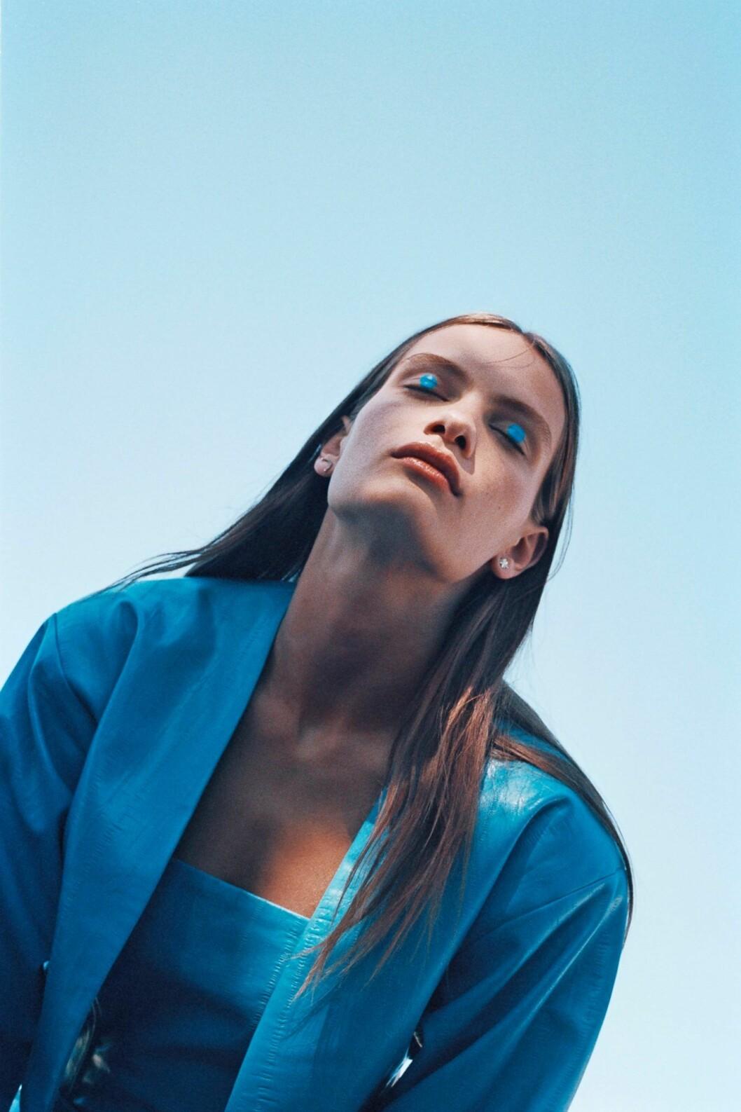 Så stylar du den skandinaviska trenden 2020, blå kavaj från Rotate Birger Christensen