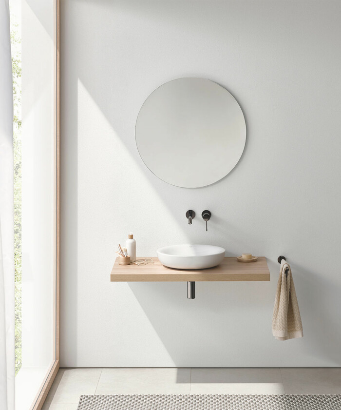 skandinaviskt minimalistiskt badrum