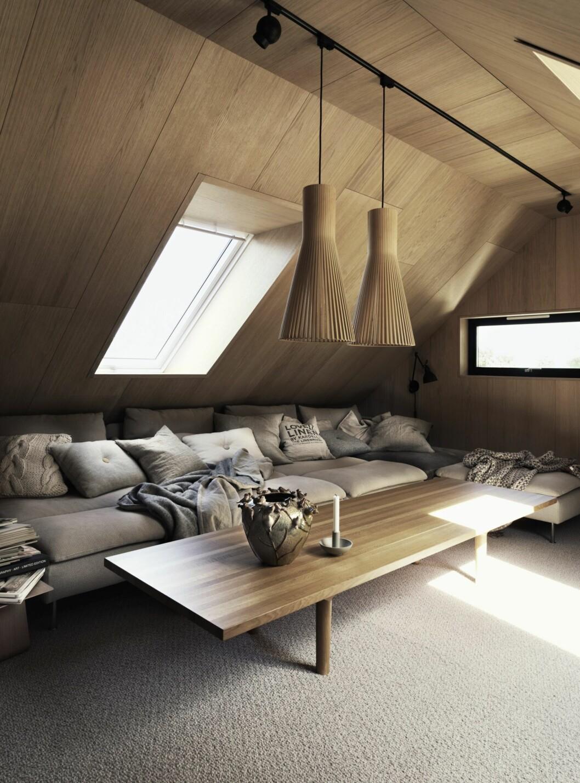 Vardagsrummet på ovanvåningen går även det i trä, med jordnära toner i textilier och soffa