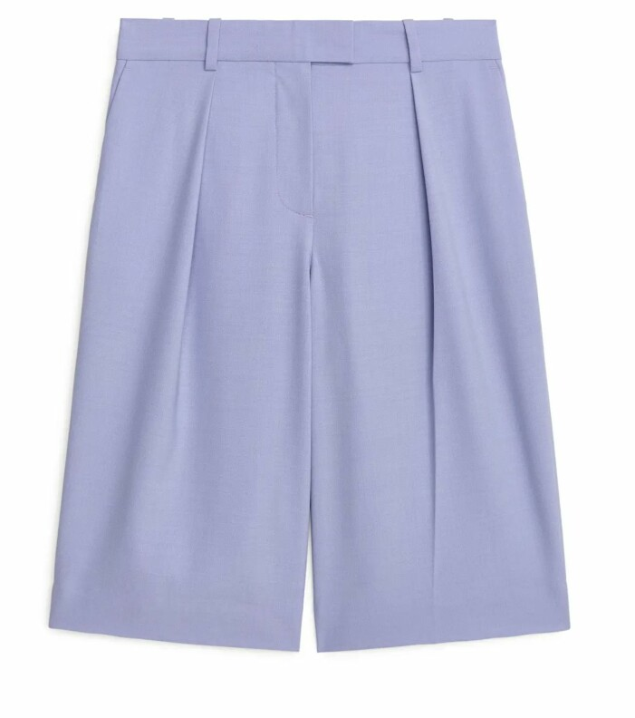 Långa shorts i oversizemodell i pastell