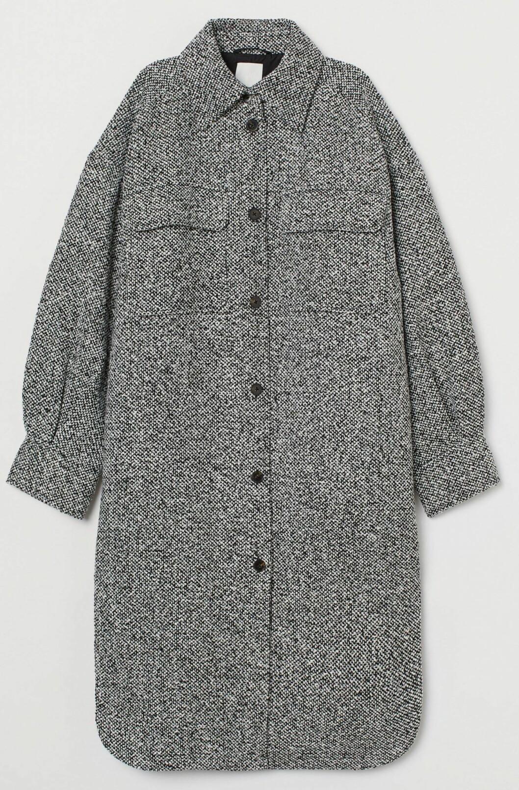 Grå skjortjacka i längre modell från H&M.