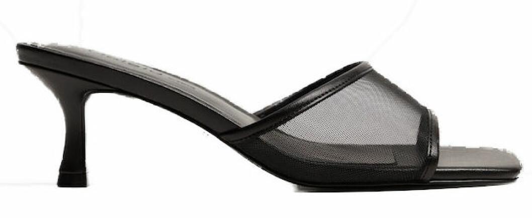 Svarta sandaletter med mesh från Mango.