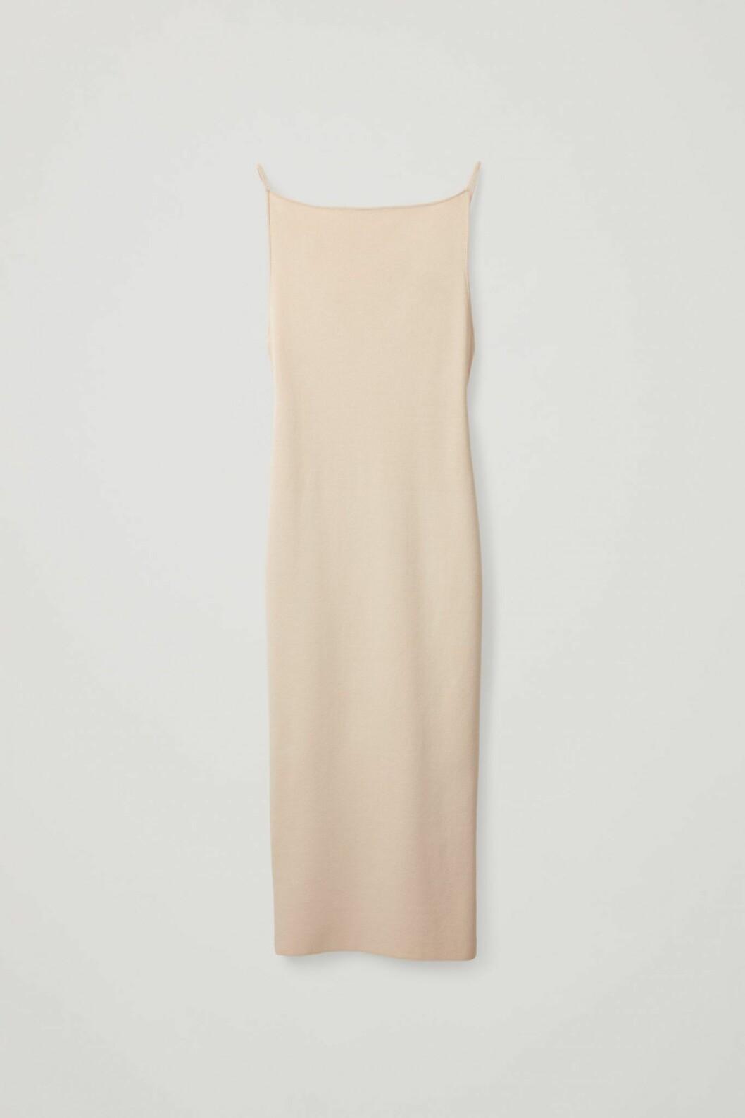 beige slipklänning från Cos.