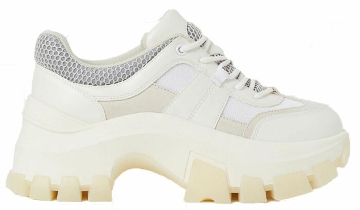 vita chunky sneakers med grå detalj från hm.