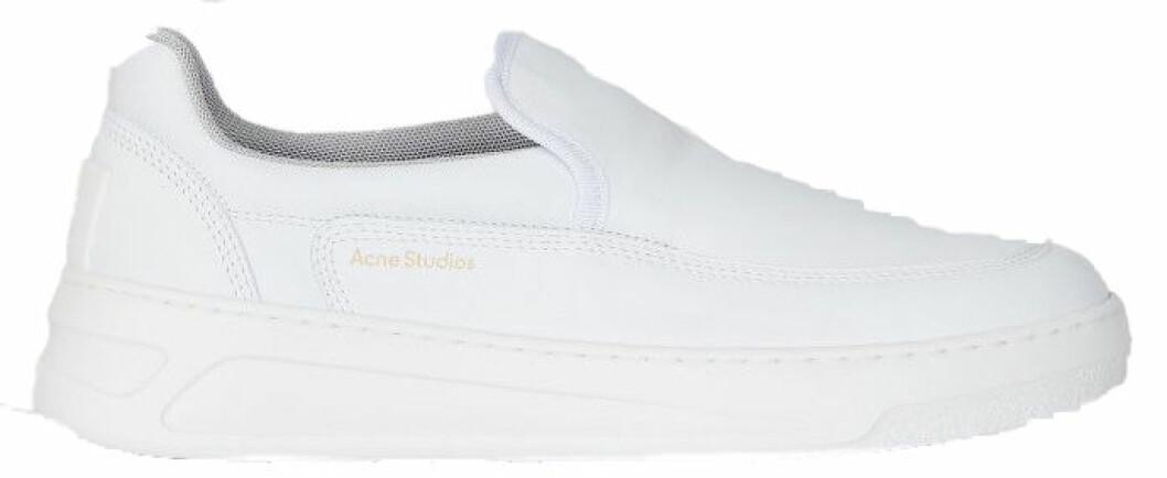 sneakers i vitt från acne studios.
