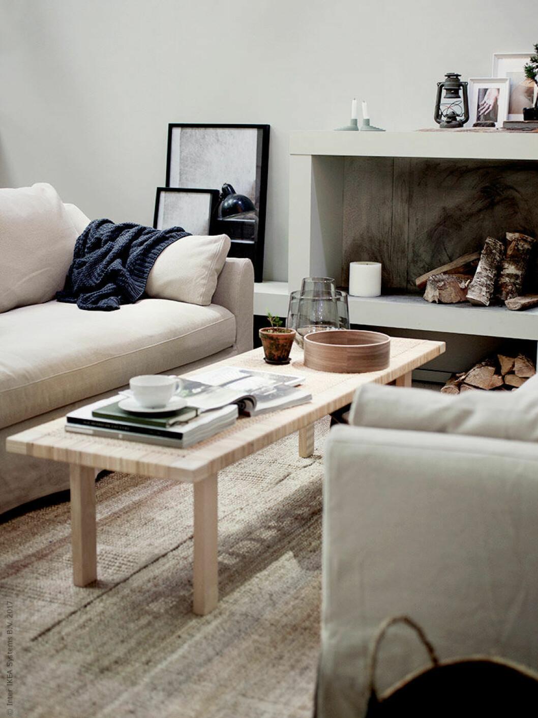 Lågt rektangulärt soffbord i trä