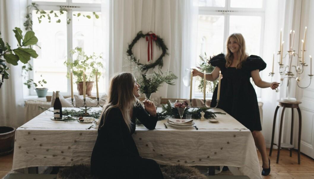 Sofia Wood och Elsa Billgren juldukning och julpynt hemma hos Elsa Billgren