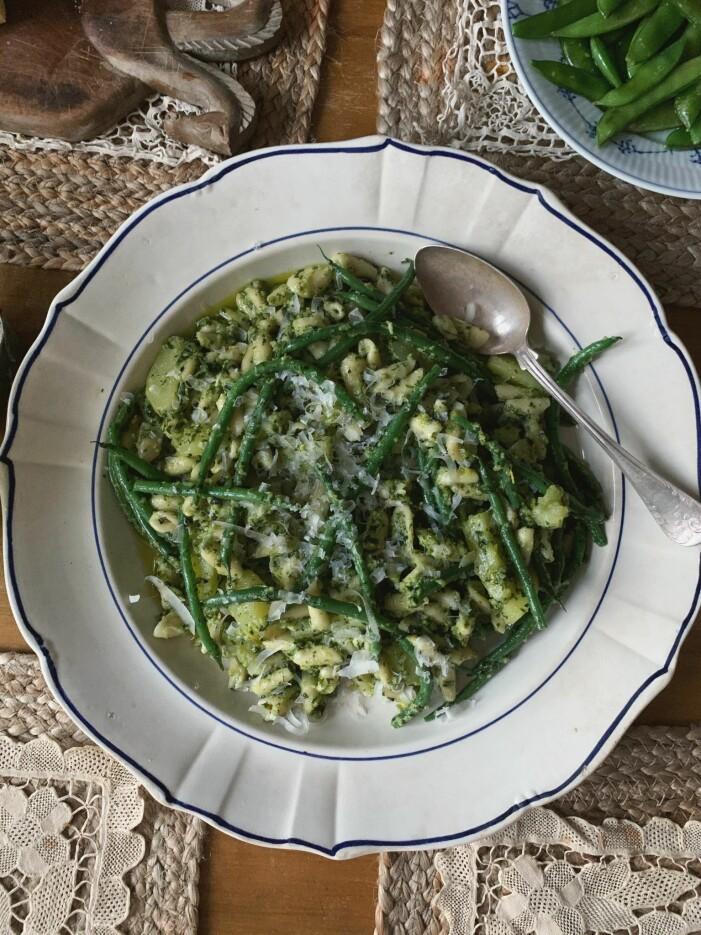 Sofia Woods recept på italiensk bondpasta med potatis, gröna bönor och pesto