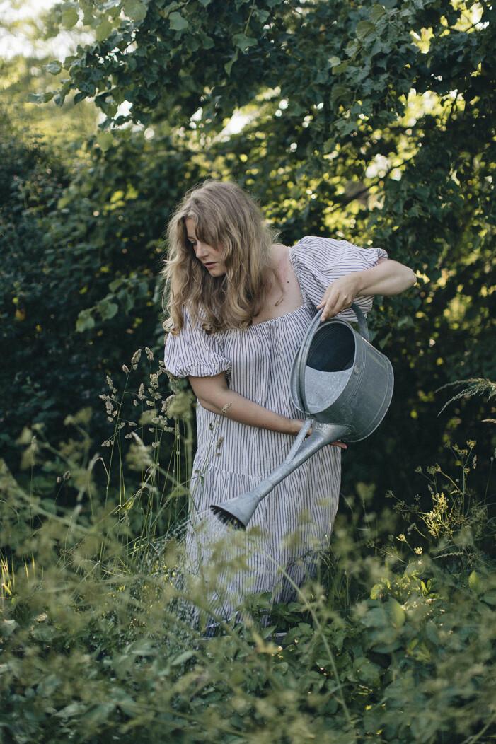 Elsa Billgren är aktuell med boken <i>Elsas husdröm – en sommar, en sorg och tusen loppisar</i>