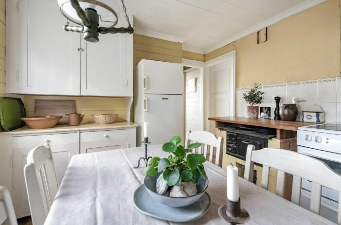 Sommarbostad på Gotland med originaldetaljer i trä