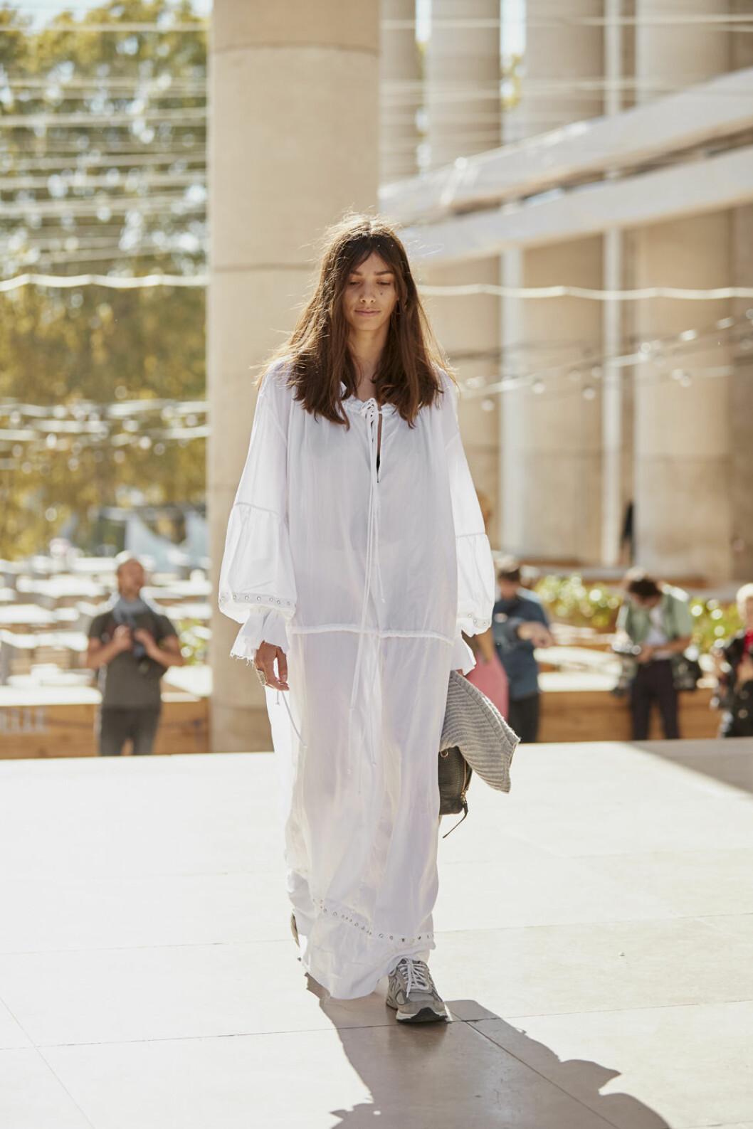Vit klänning från Paris modevecka.