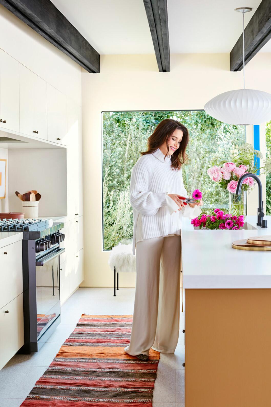 Hemma hos Sophia Bush Hollywood blommor i köket