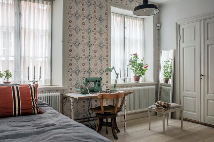 sovrum med tapet i äldre stil
