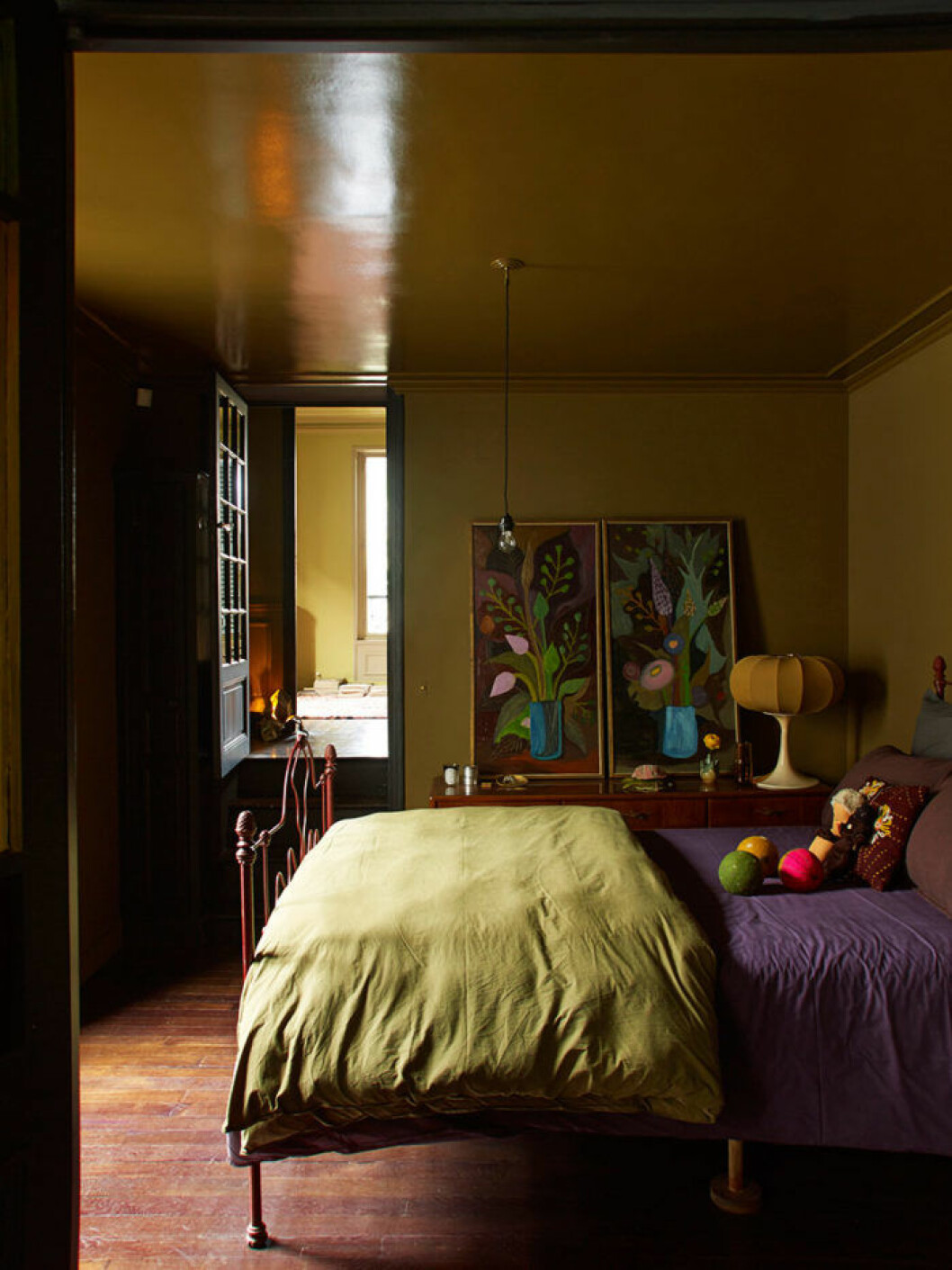 sovrum_bedroom_green_purple_Foto_Gaelle_Le_Boulicaut