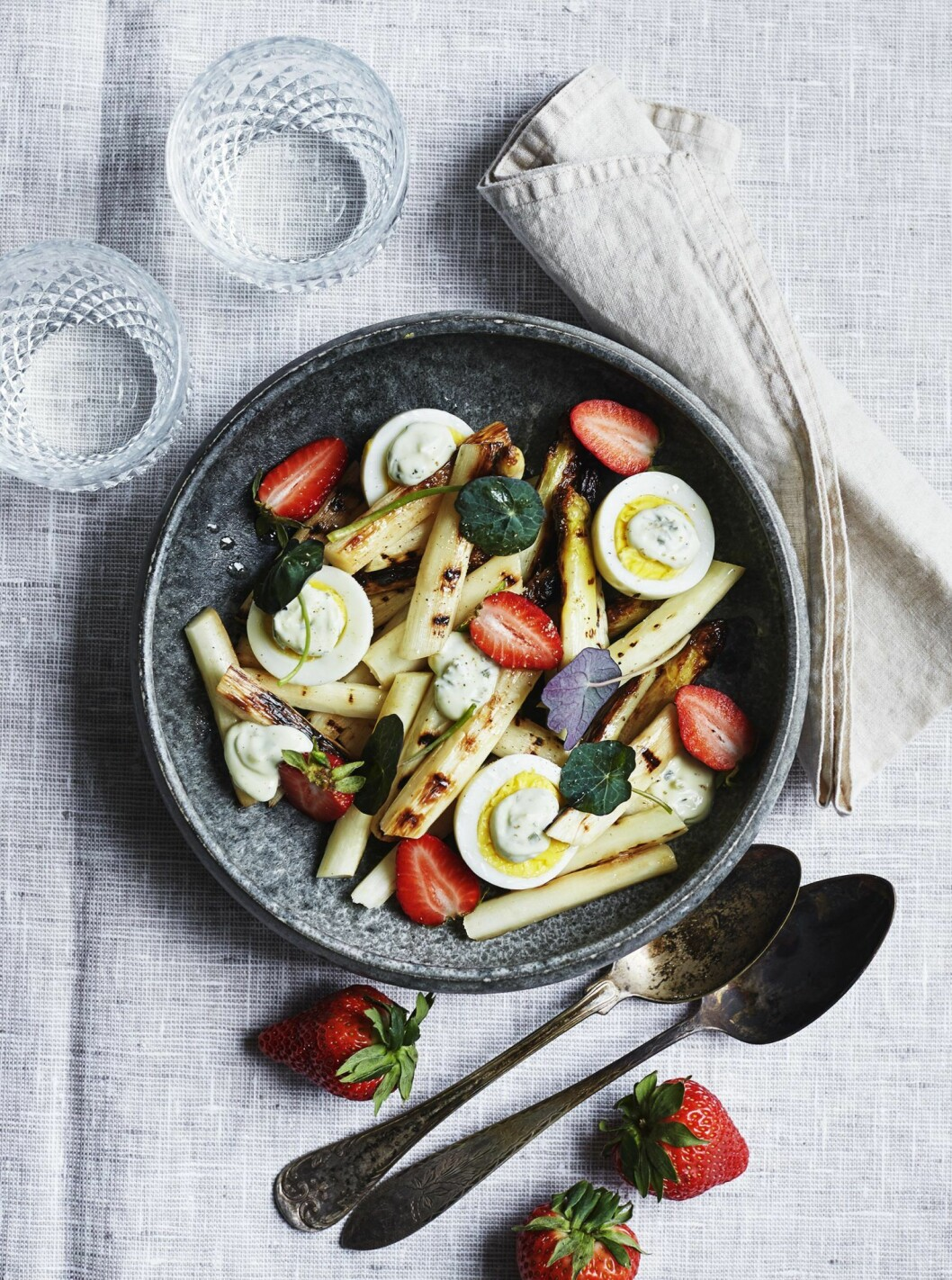 Recept sparrissallad jordgubbar