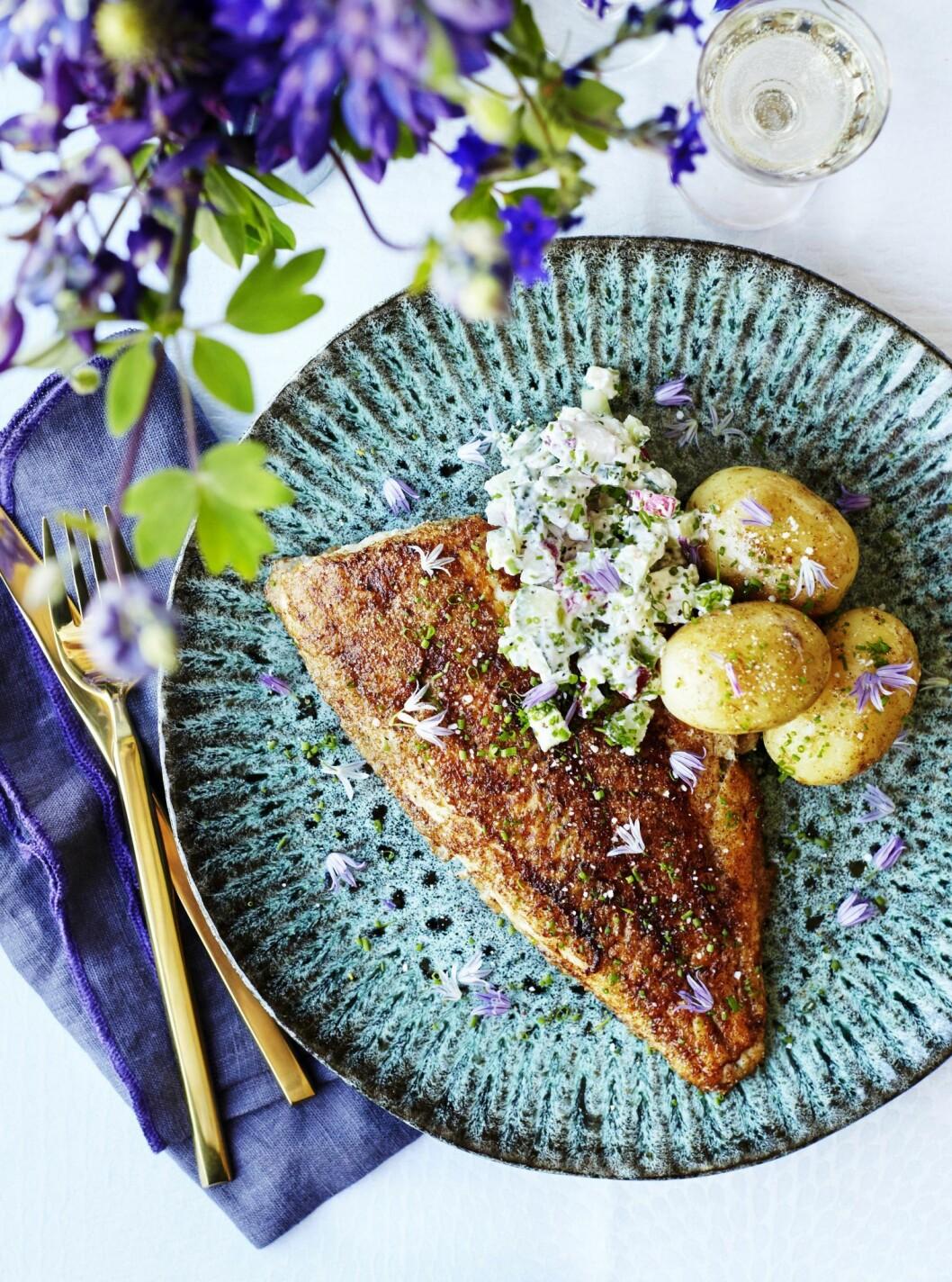 Recept rödspätta med sommarsallad och potatis