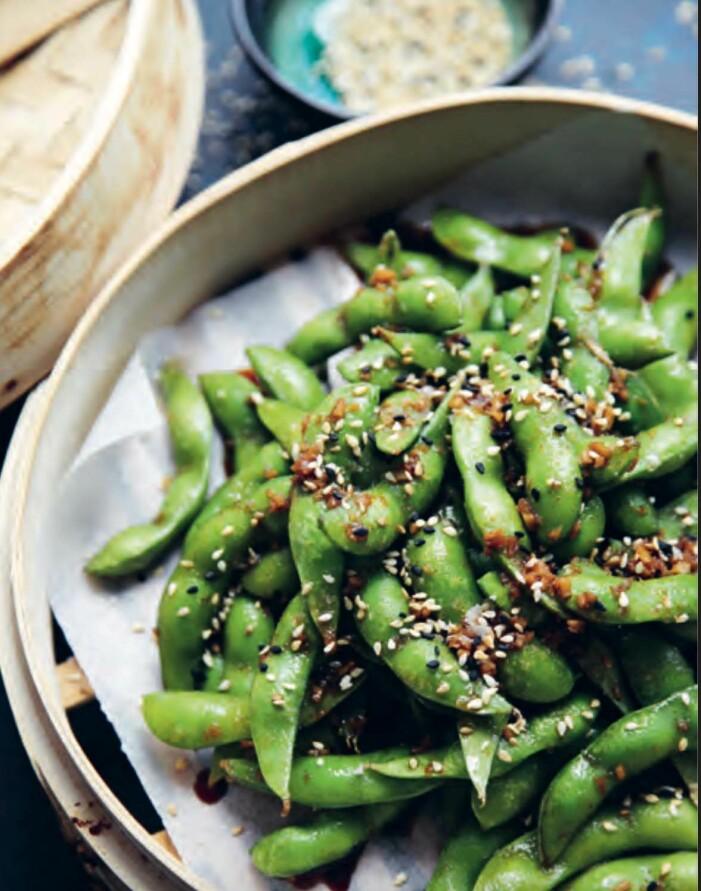Recept på spicy edamame med vitlök, ingefära och chili.