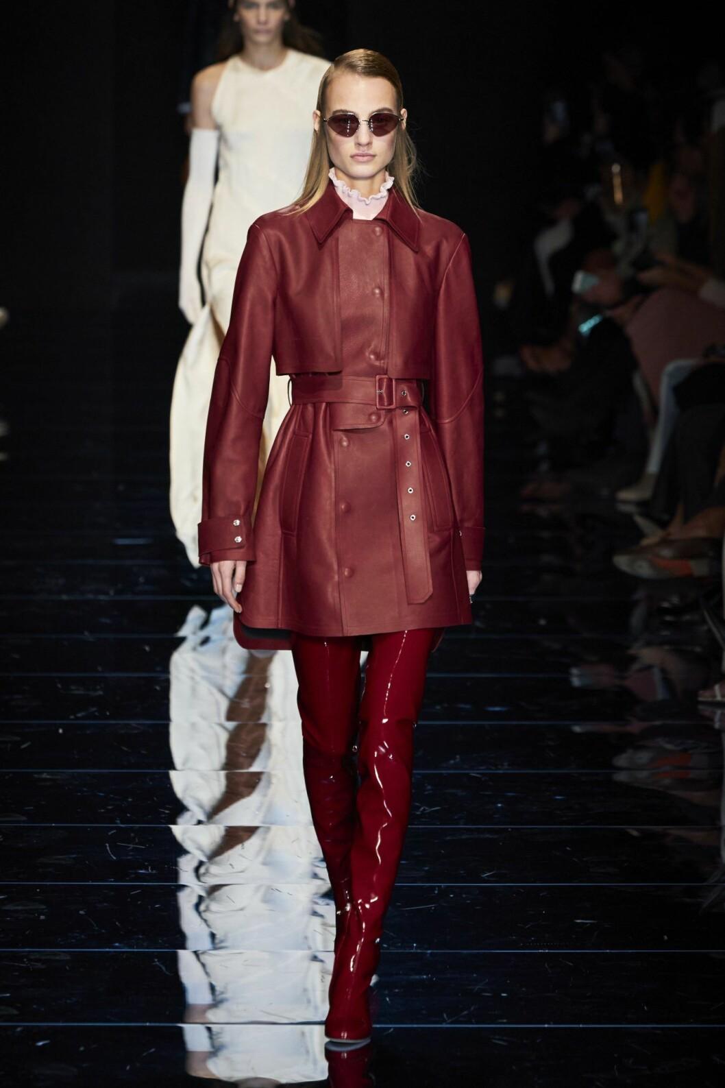 Röd läderkostym Sportmax AW20 Milano Fashion Week.