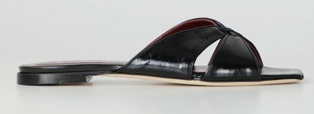 Svarta sandaler från Staud.