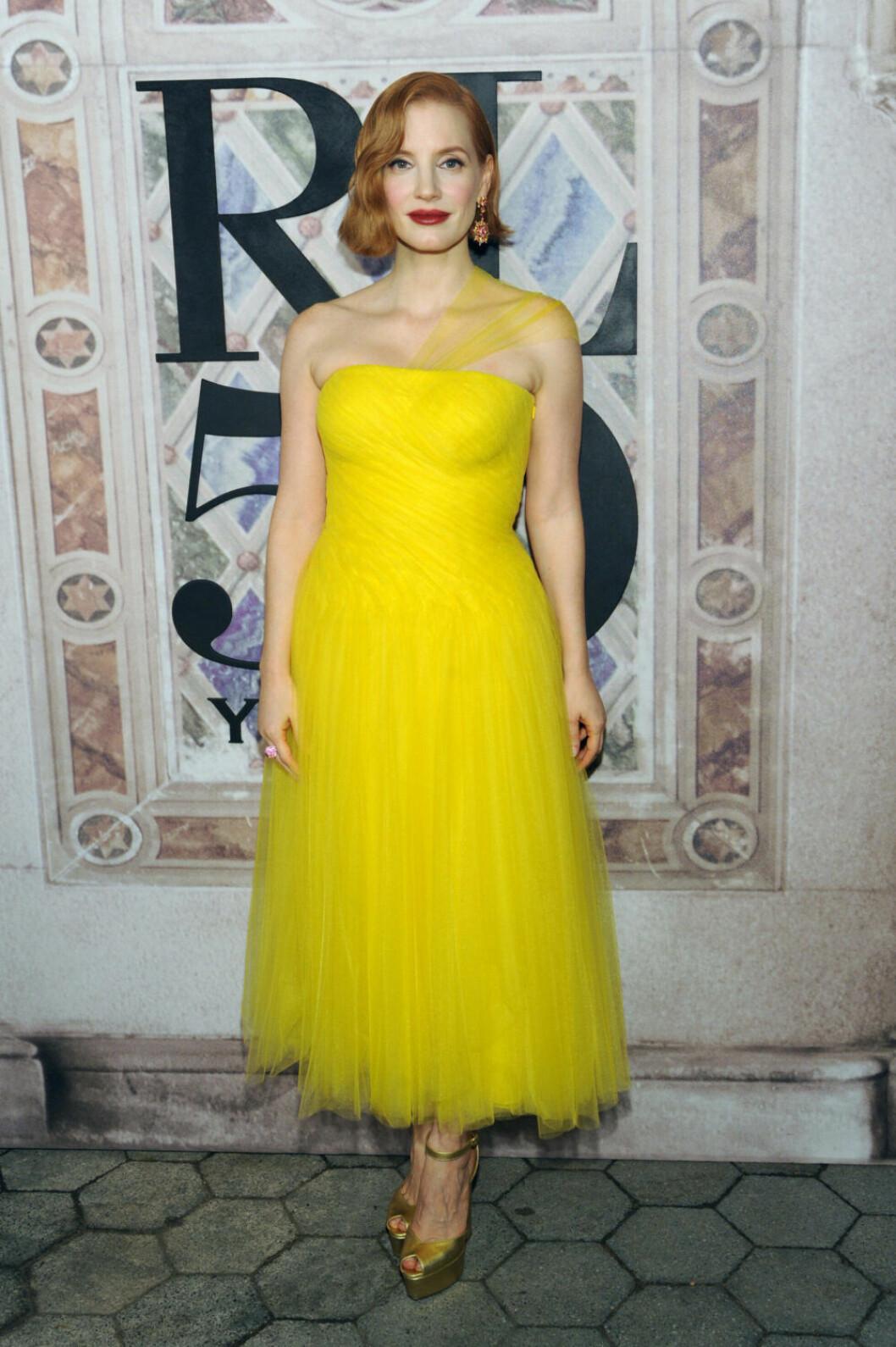 Jessica Chastain i gul Ralph Lauren-klänning.