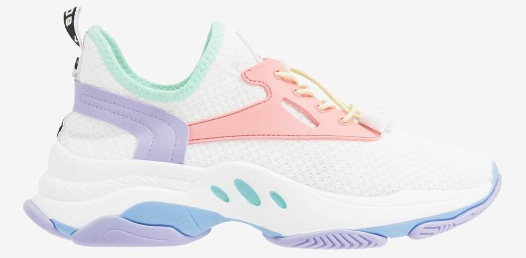 sneakers från steve madden med pastellfärger.