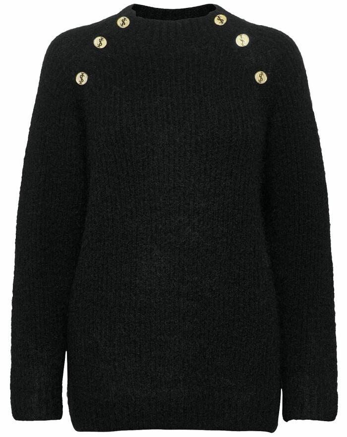 Stickad tröja med dekorativa knappar, Ida Sjöstedt