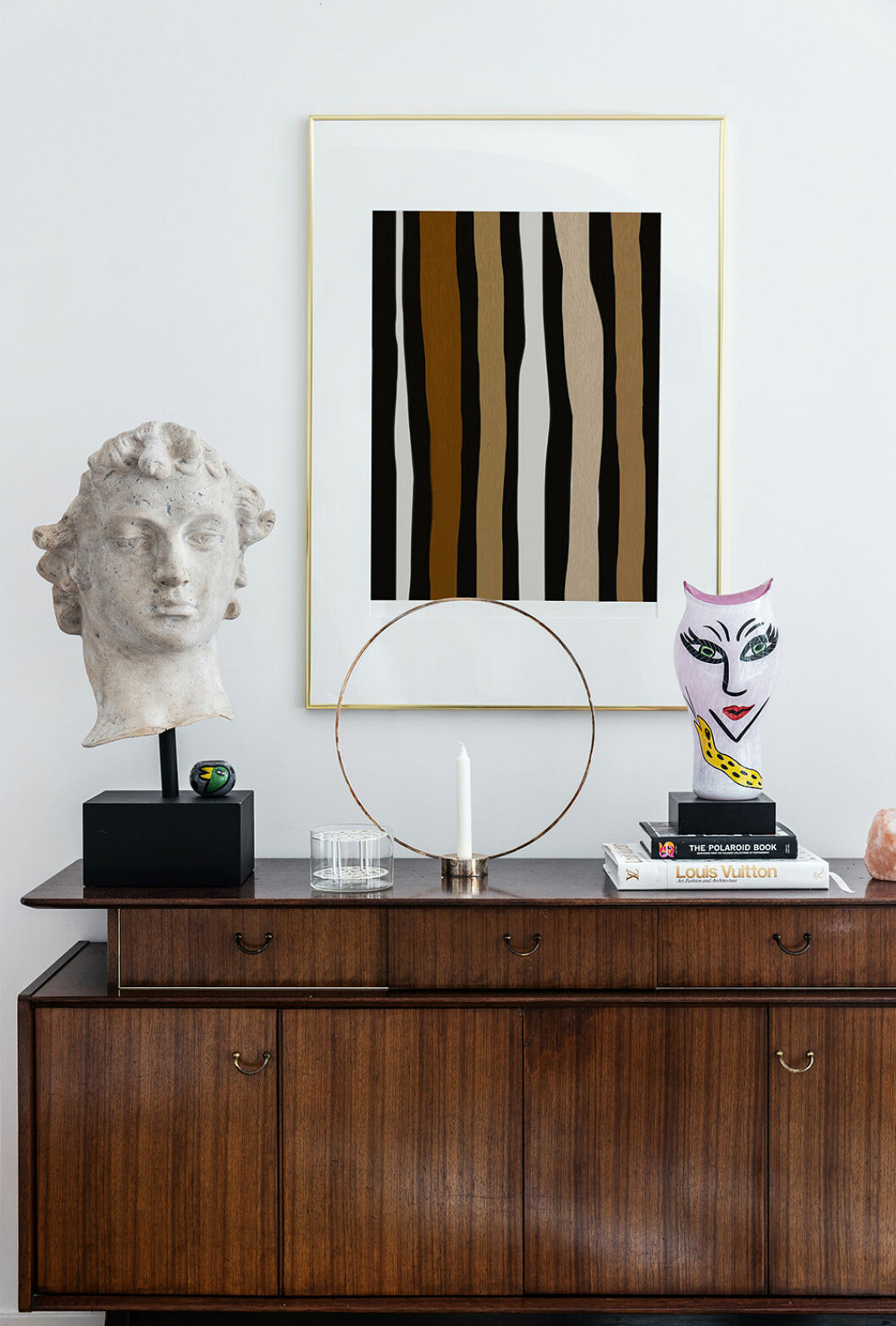 Konstnärligt och vackert komponerat stilleben hemma hos Henrietta Fromholtz