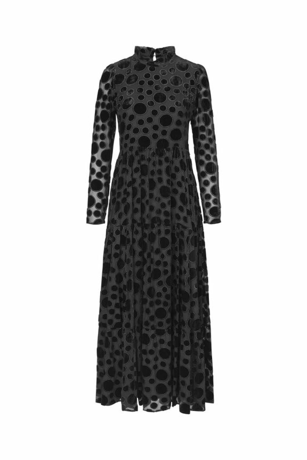 Klänningen Judy från Stine Goya levererar subtila sammatsprickar.