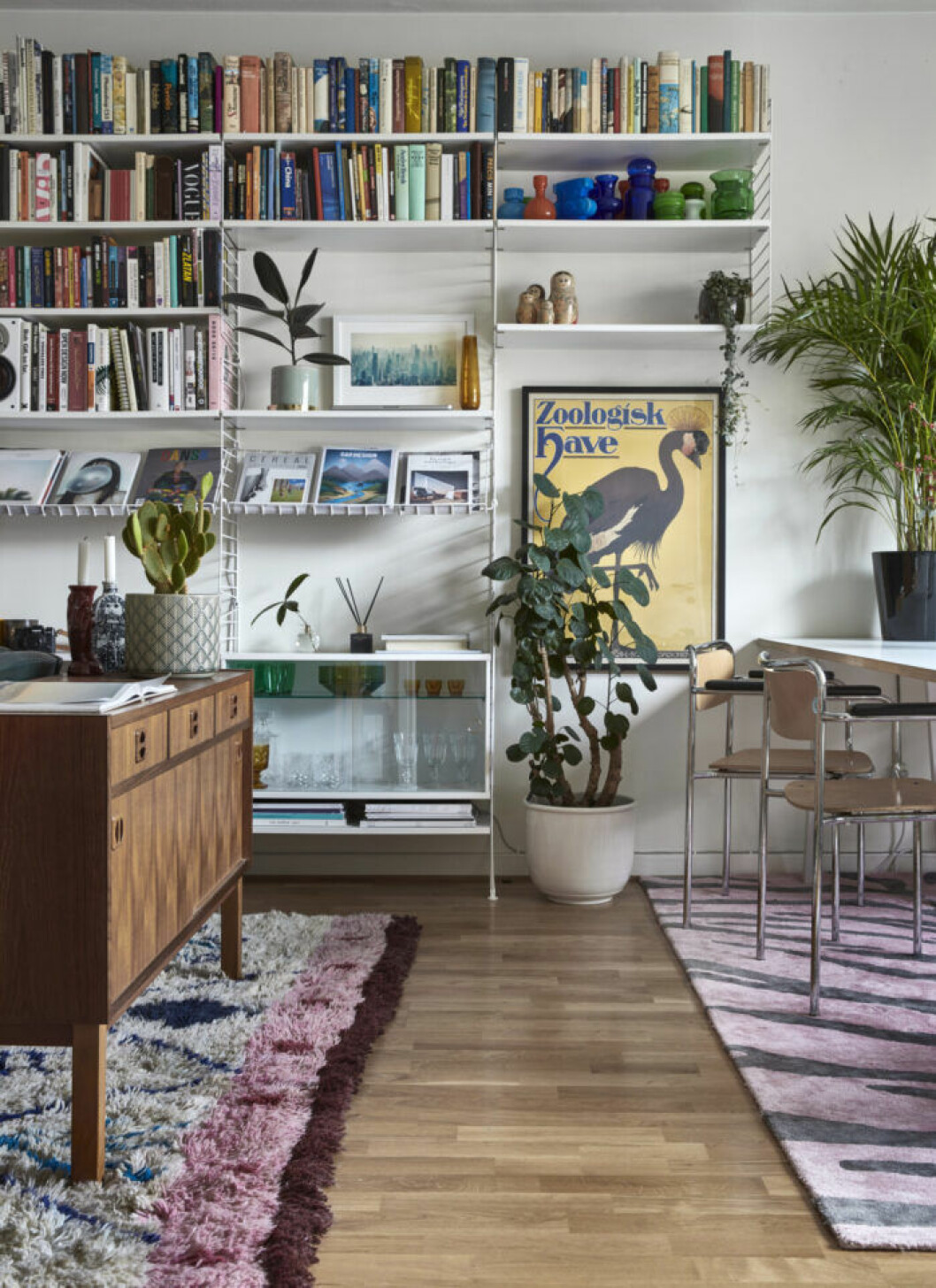 Stringbokhylla i vardagsrummet