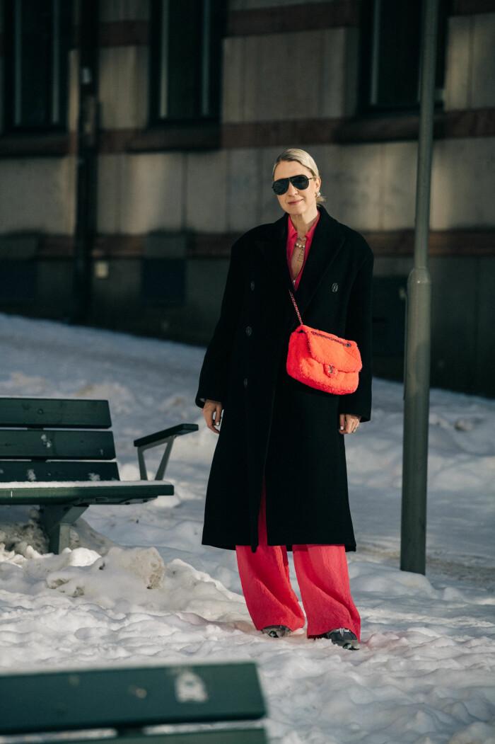 streetstyle stockholm fashion week 2021 emilia de poret rosa