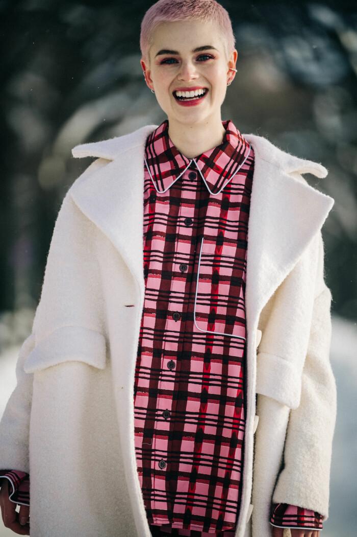 streetstyle stockholm fashion week 2021 rosa