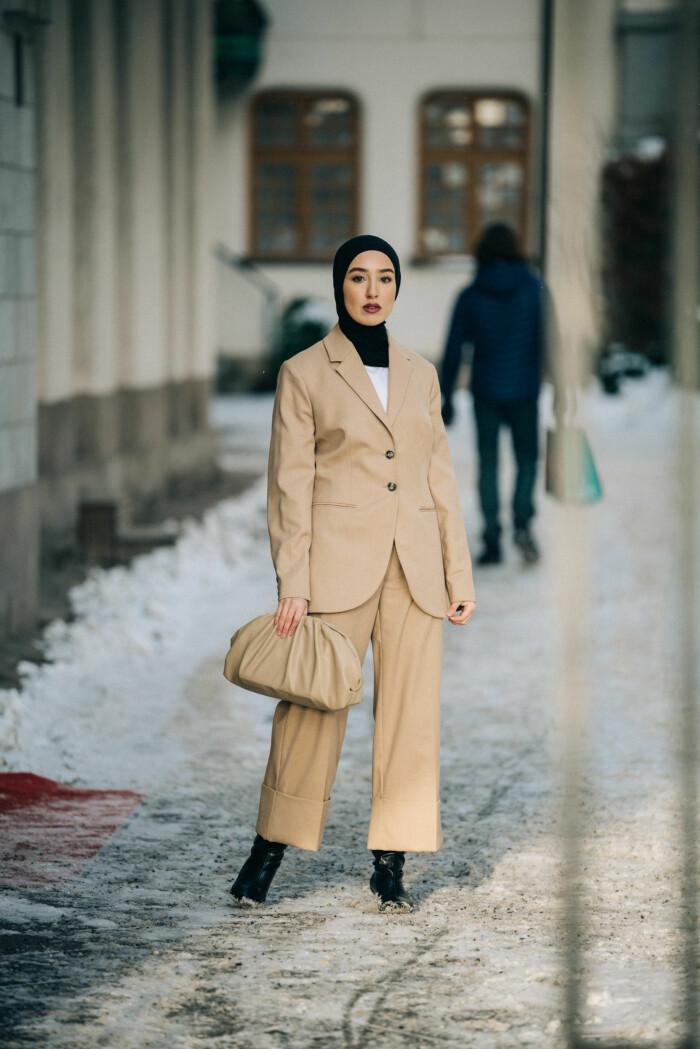 streetstyle stockholm fashion week 2021 beige look