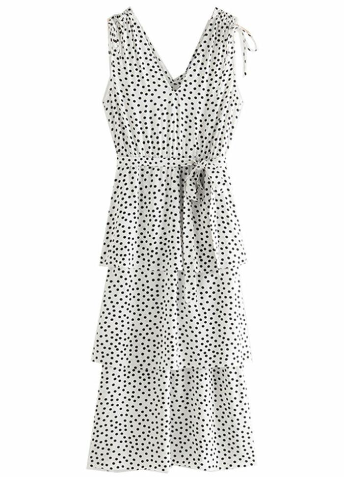 vit prickig klänning