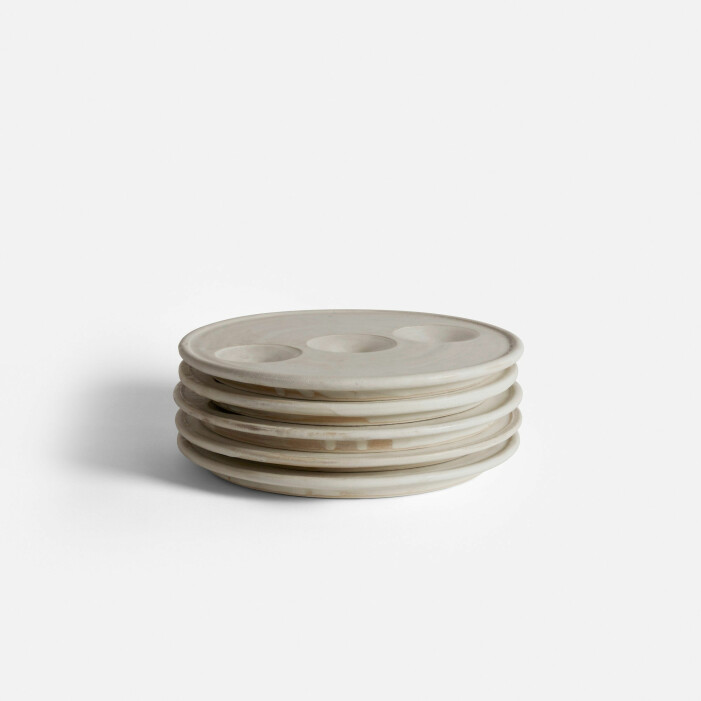 Ostrontallrik Artefact No 6 från Straight Design Studio