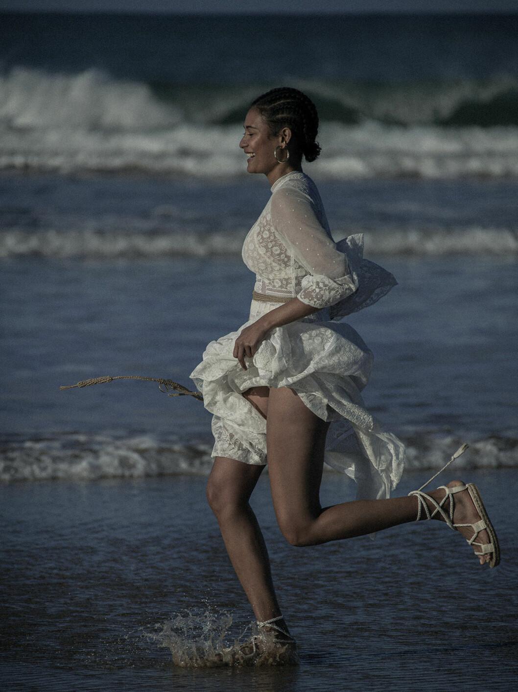 Sommarens strandmode 2020, vit klänning från Dior